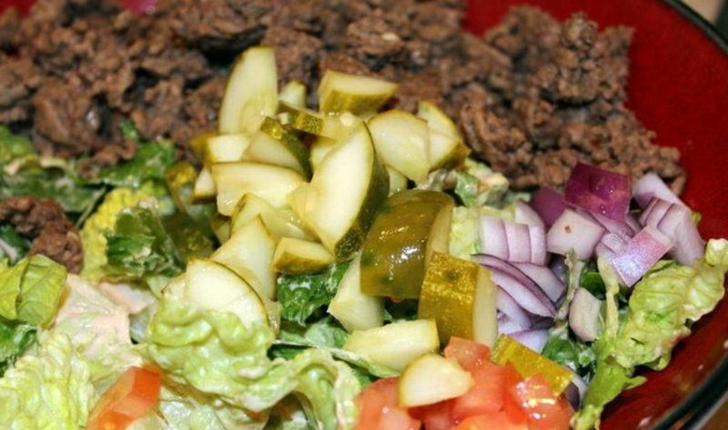 Big Mac Salat zubereiten notwendige Zutaten