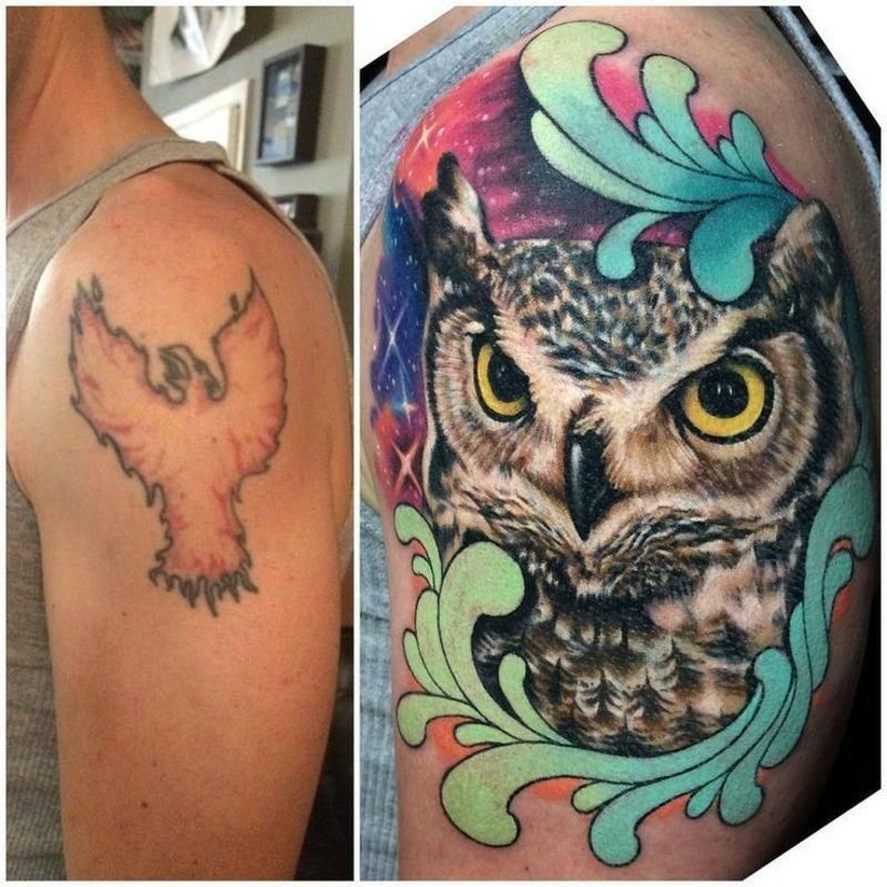 Cover up Tattoo am Schulter Mann