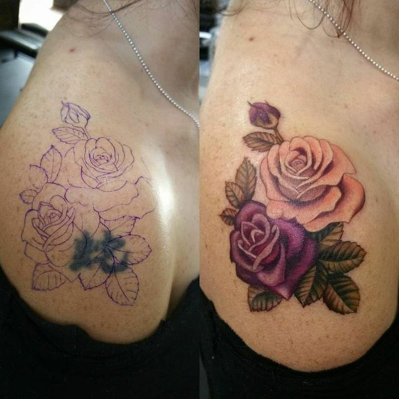 Cover up Tattoo am Schulter Frau