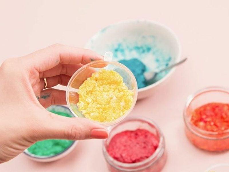 Badekugeln selber machen mit Lebensmittelfarben