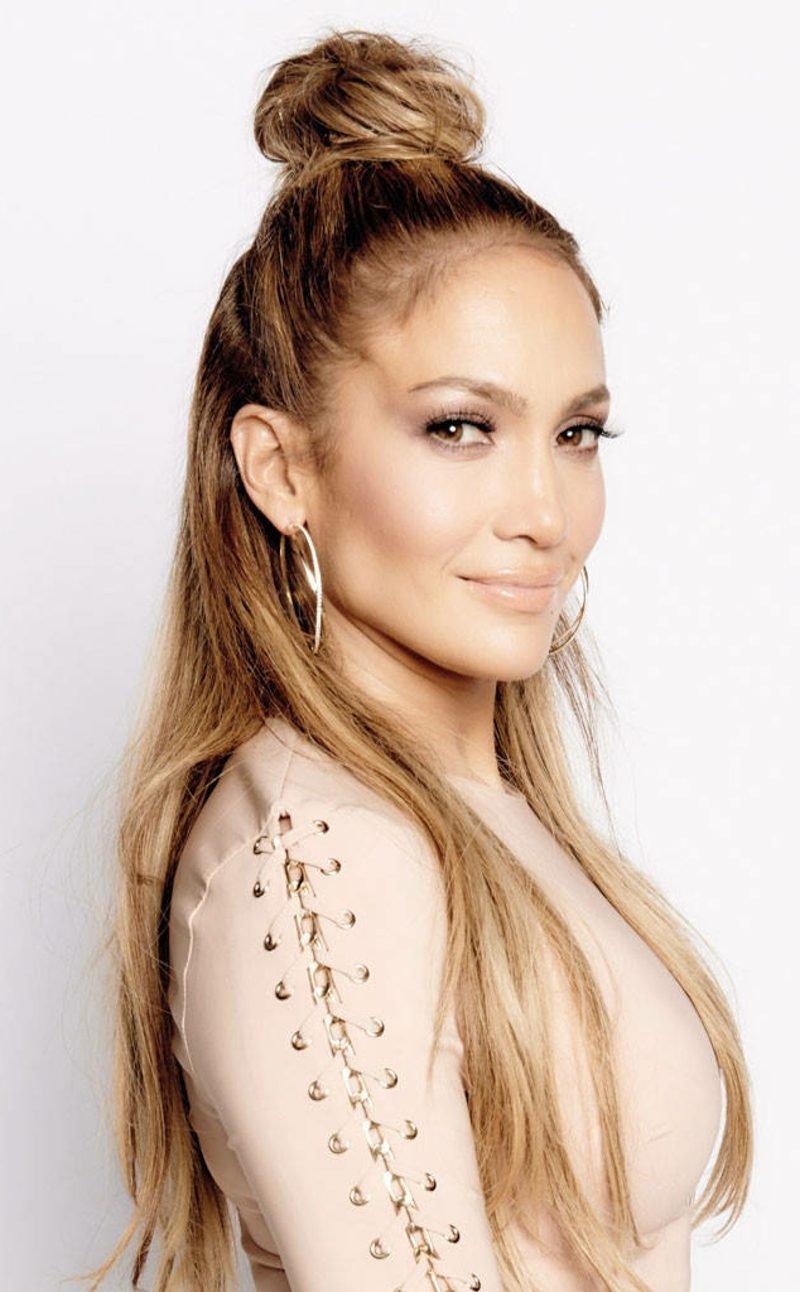 Frisurentrends 2017 halboffener Dutt Jennifer Lopez