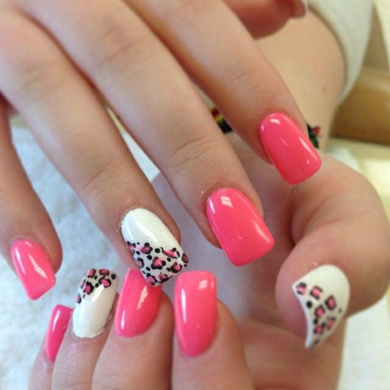 Fingernägel Muster Gellack rosa und weiss Leopardenmuster