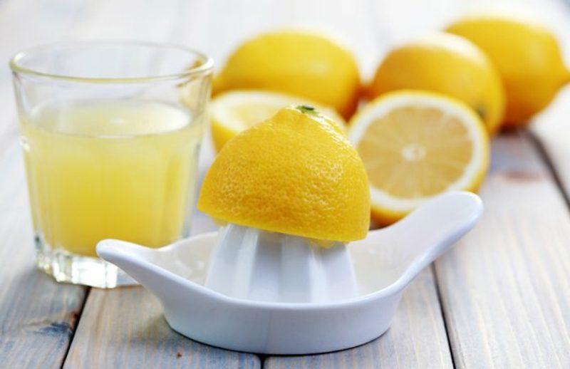 Pickel loswerden Gesichtsmaske mit Zitrone
