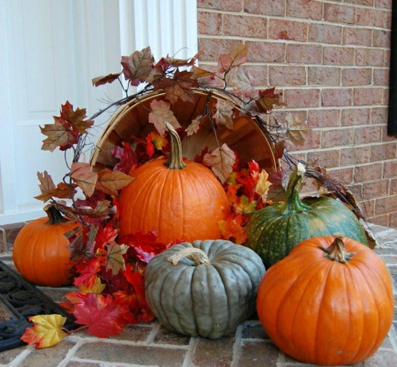 Herbstdeko für den Hauseingang mit Naturmaterialien