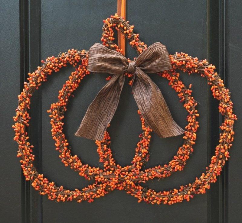 Herbstdeko für den Hauseingang Türkranz originell Kürbis
