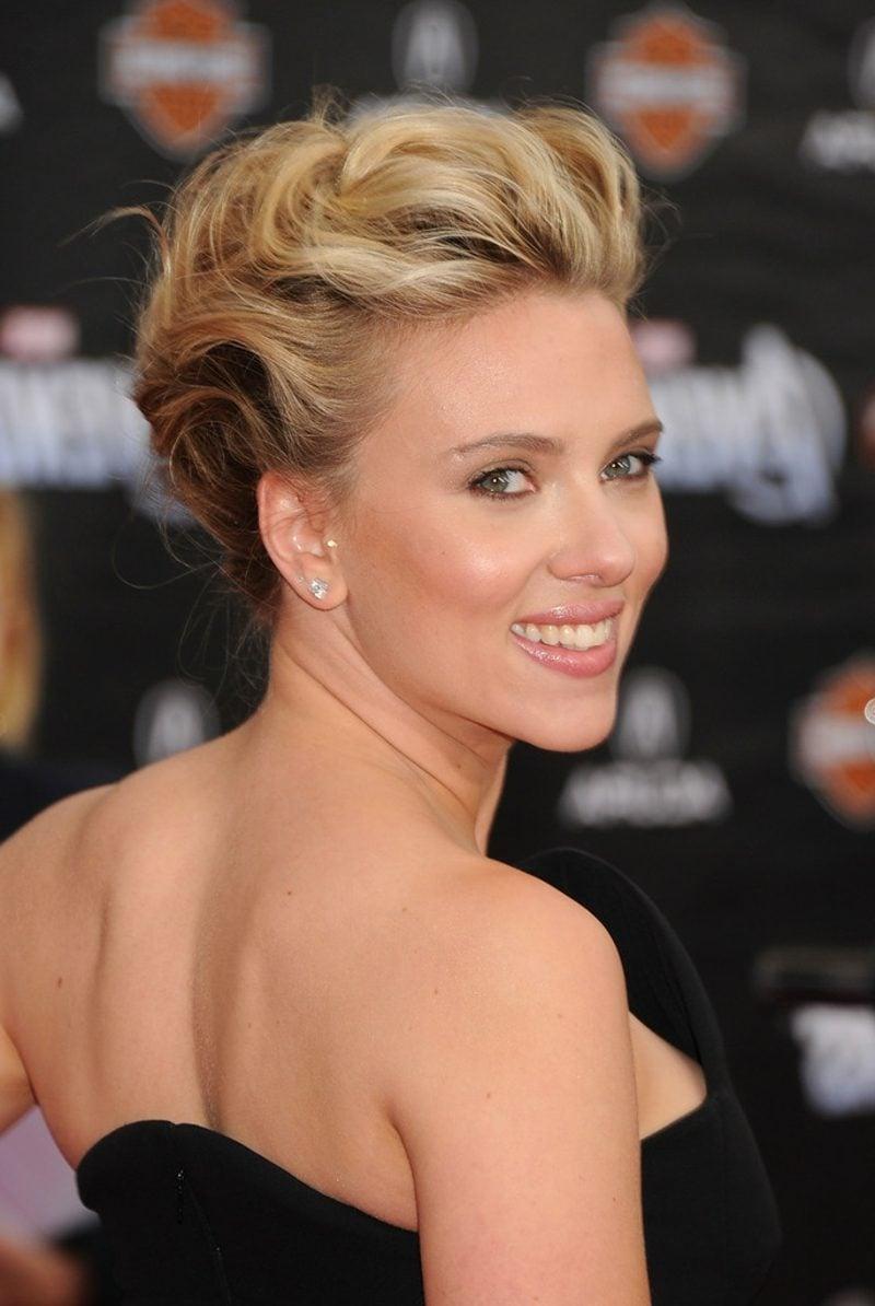 Hochsteckfrisuren einfach und schnell Scarlett Johansson