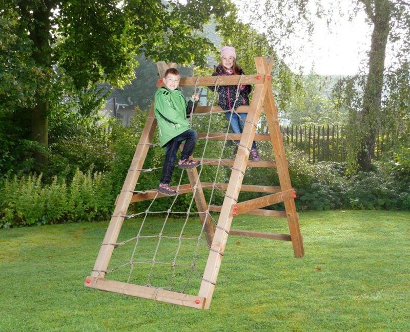 Klettergerüst im Garten Spielecke Kinder