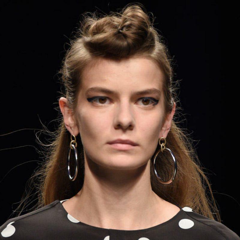 Frisuren für lange Haare halboffener Dutt