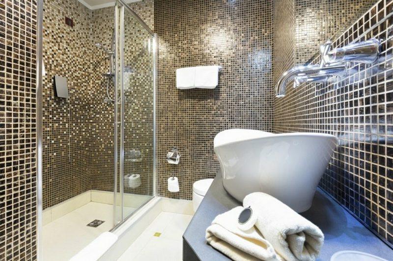 Badezimmergestaltung mit Mosaikfliesen