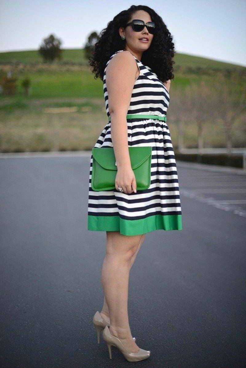 Mode für mollige Frauen elegantes Kleid Streifenmuster