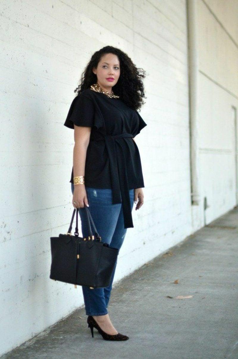 Mode für Mollige Jeans schwarze Tunika eleganter Look