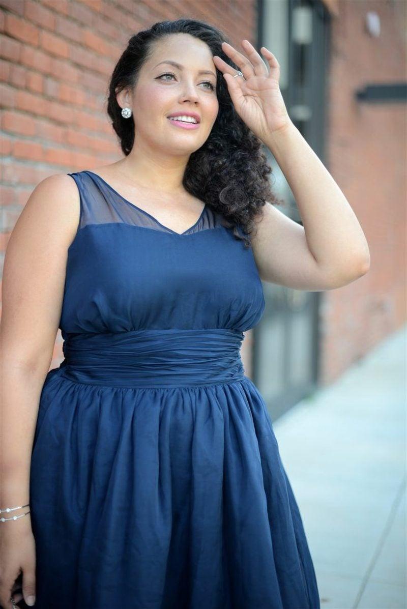 festliche Mode für Mollige blaues Sommerkleid