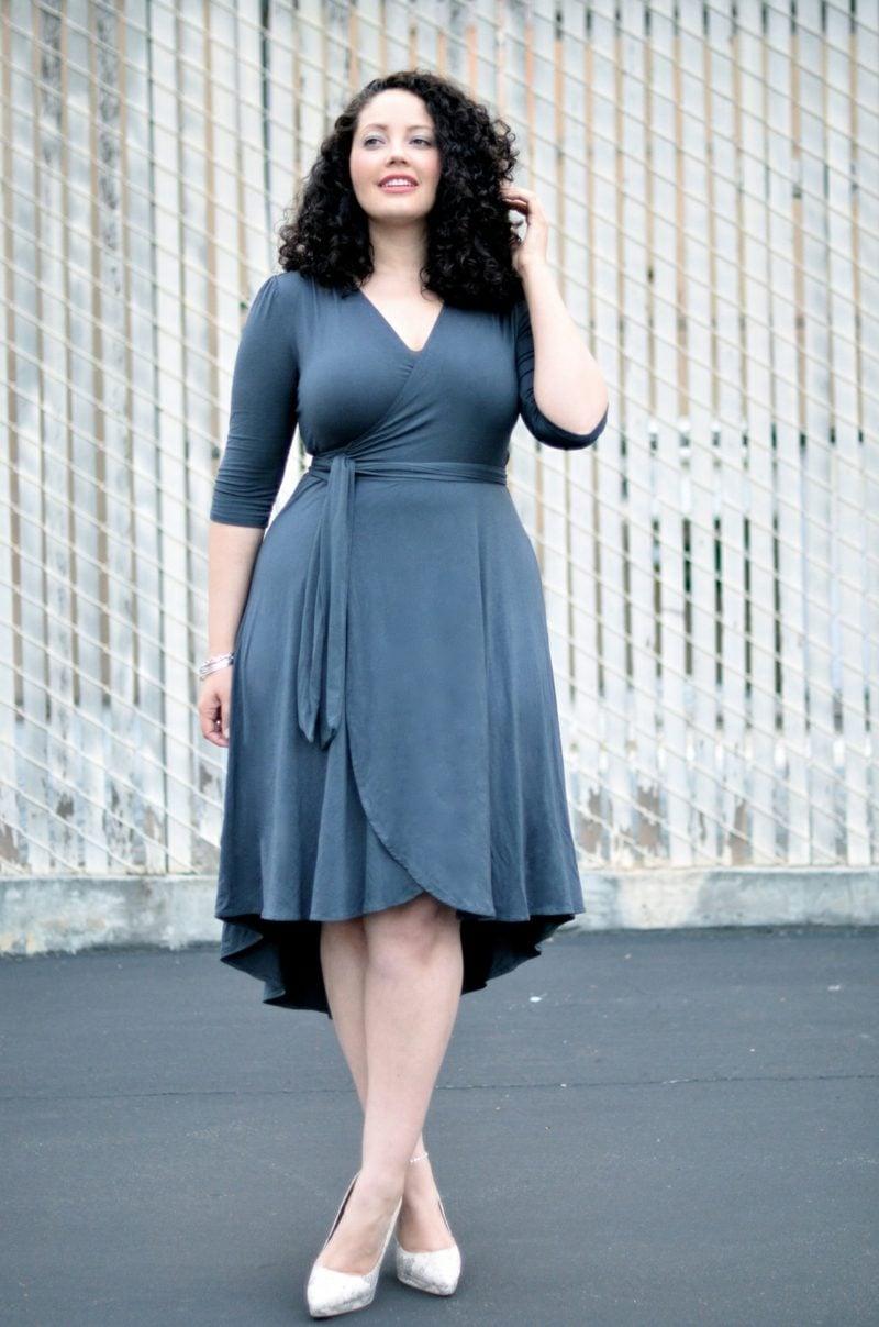 Mode für Mollige elegantes Wickelkleid grau