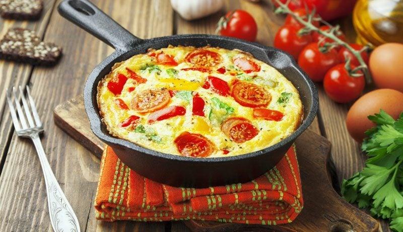 Frühstücksideen gesund Omelett Tomaten Mozzarell