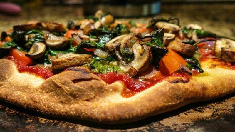 Tiefkühlpizza vegan Belag Pilze Tomatensosse