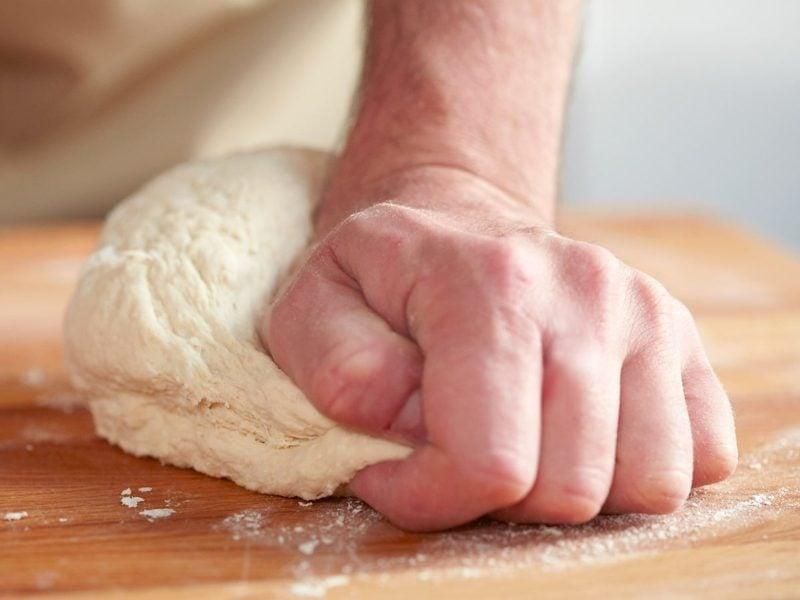 veganer Pizzateig selber zubereiten