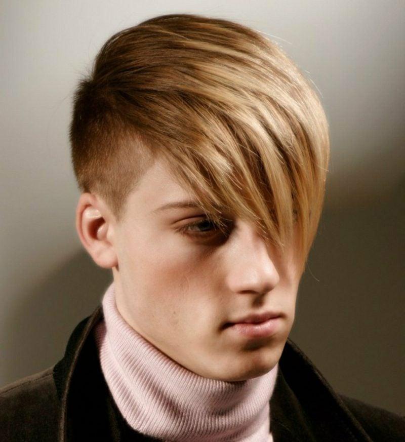 Stufenschnitt lange Haare Sidecut Frisur mit langem Pony Mann