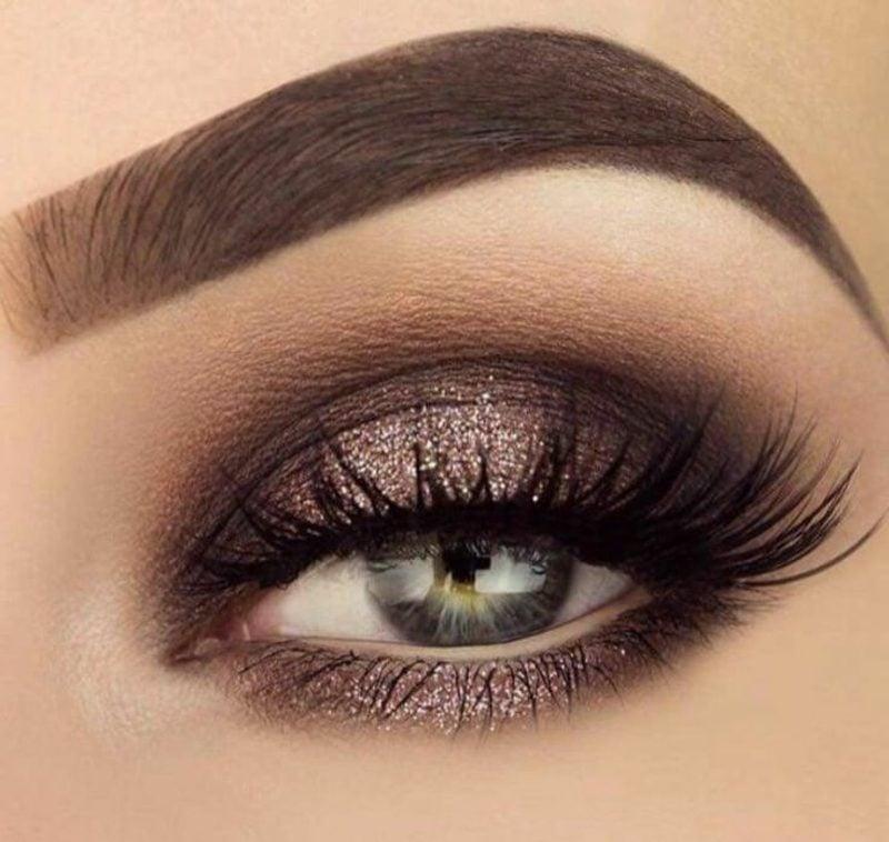 blaue Augen effektvoll schminken Smokey Eyes
