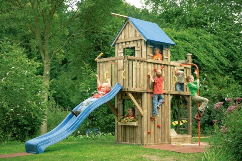 hohes Spielhaus mit Rutsche Garten