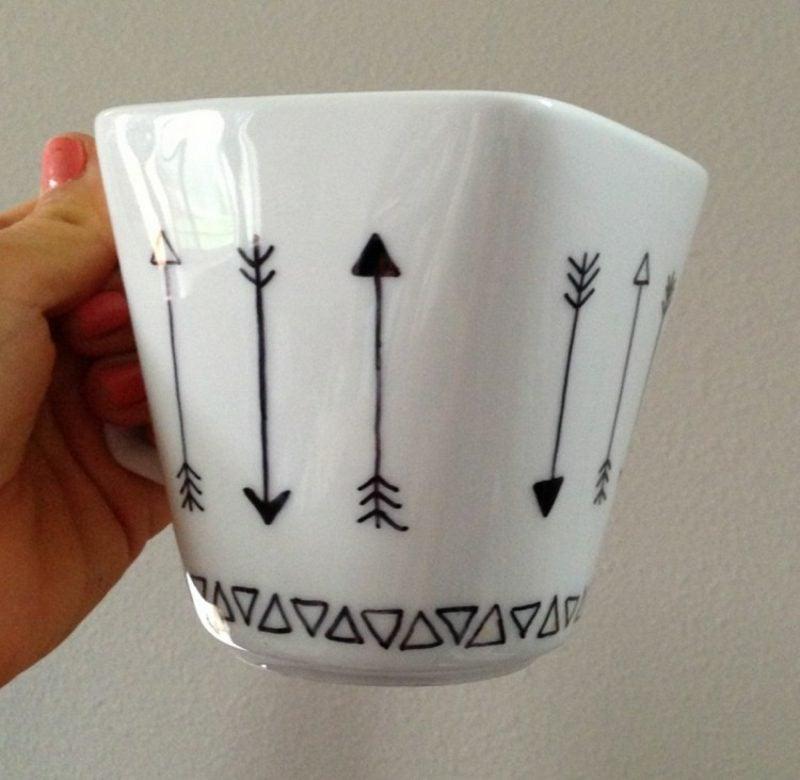 Tasse gestalten DIY geometrisch Dreiecke Pfeile