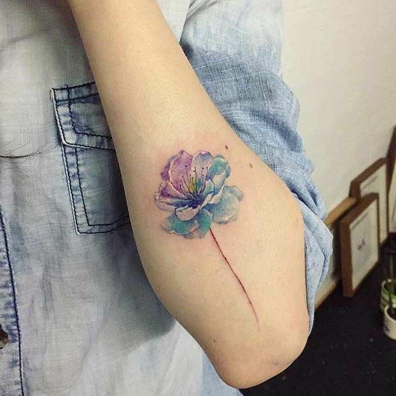 Wasserfarben Tattoo Frau Blume herrlicher Look
