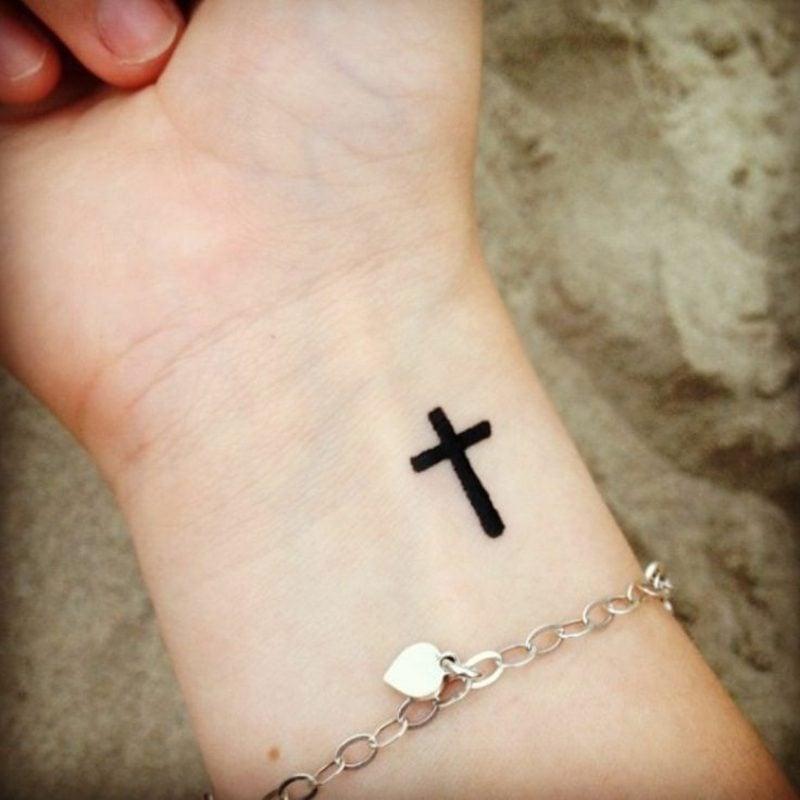 Kreuz Tattoo klassisch