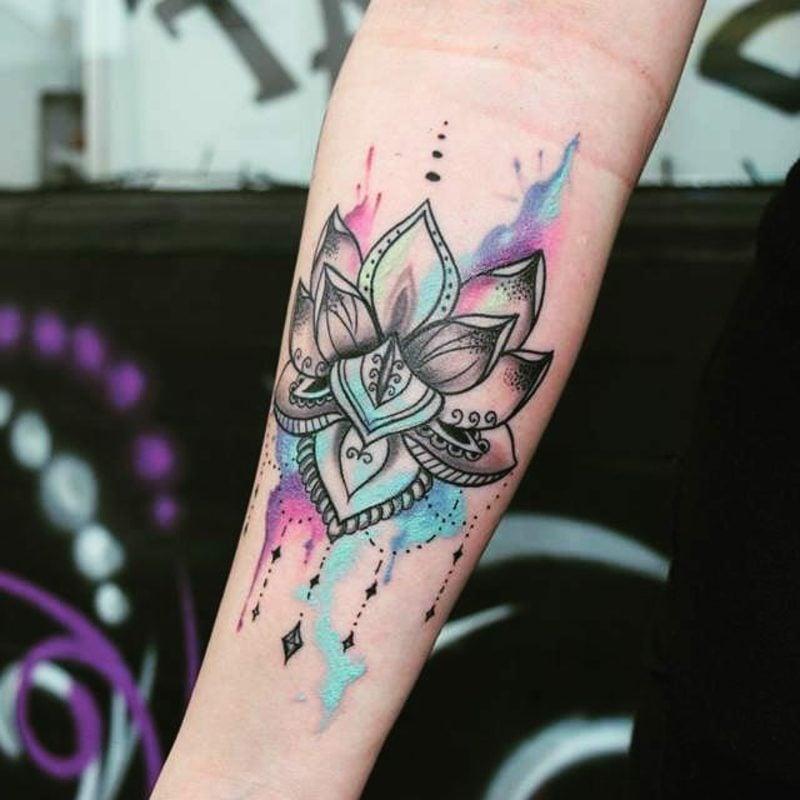 Wasserfarben Tattoos Frau Blume stilisiert