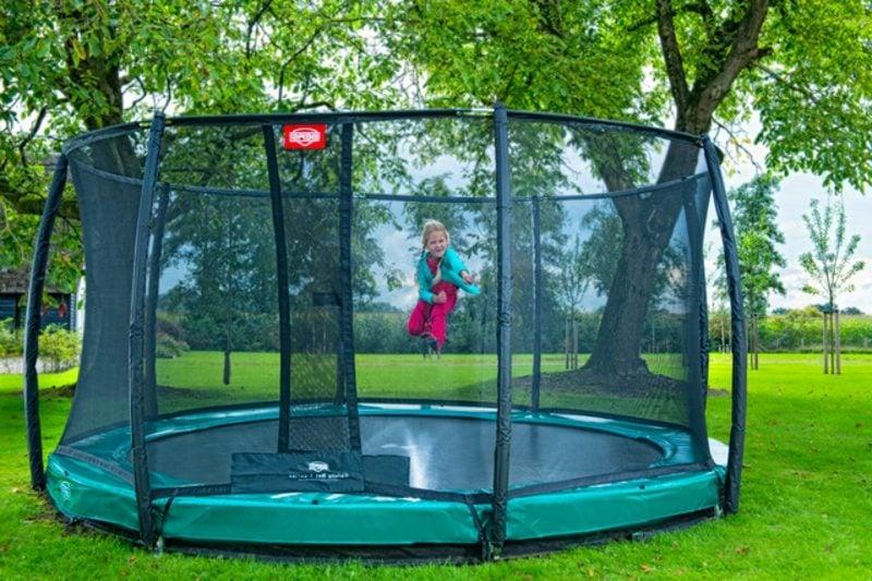 Spielecke Garten Trampolin
