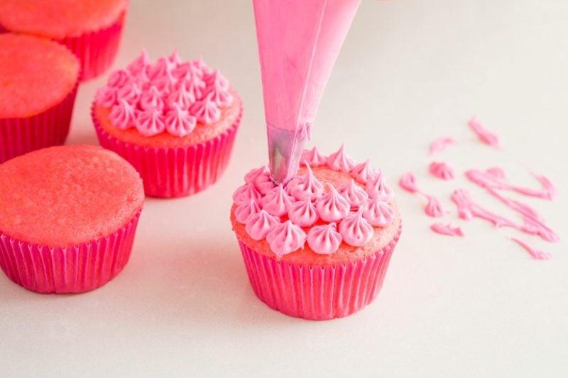 muffins dekorieren pink frosting