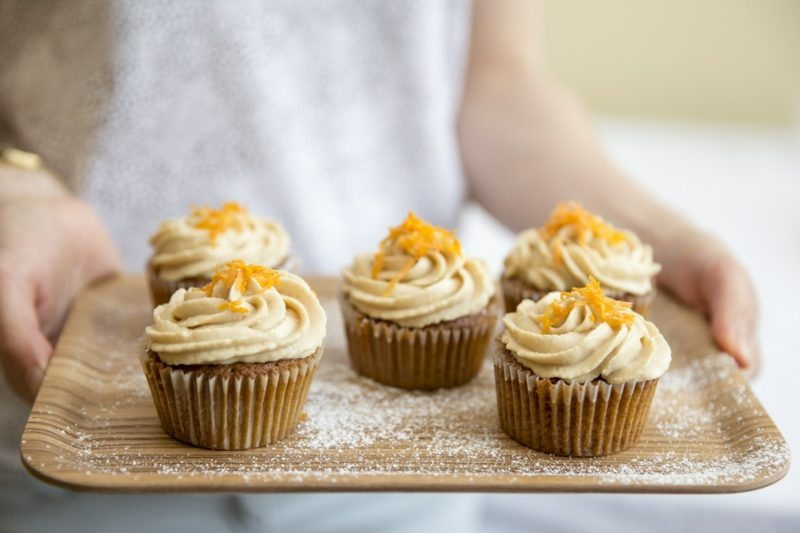 cupcakes mit salzig karamell frostig