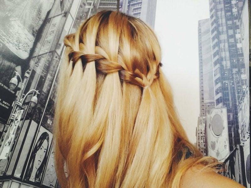 schöne Frisuren Flechtfrisuren halboffen Wasserfallzopf