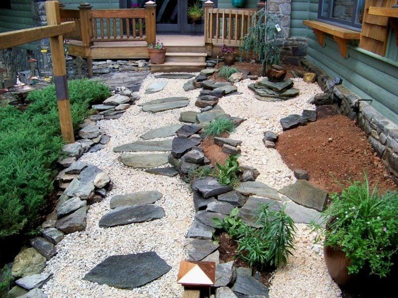 modernes garten design große steine grüne pflanzen