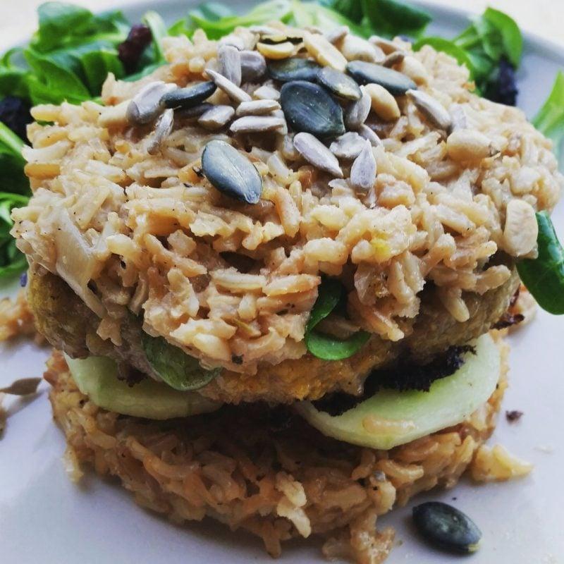Gesunde Burger mit Reis statt Brot