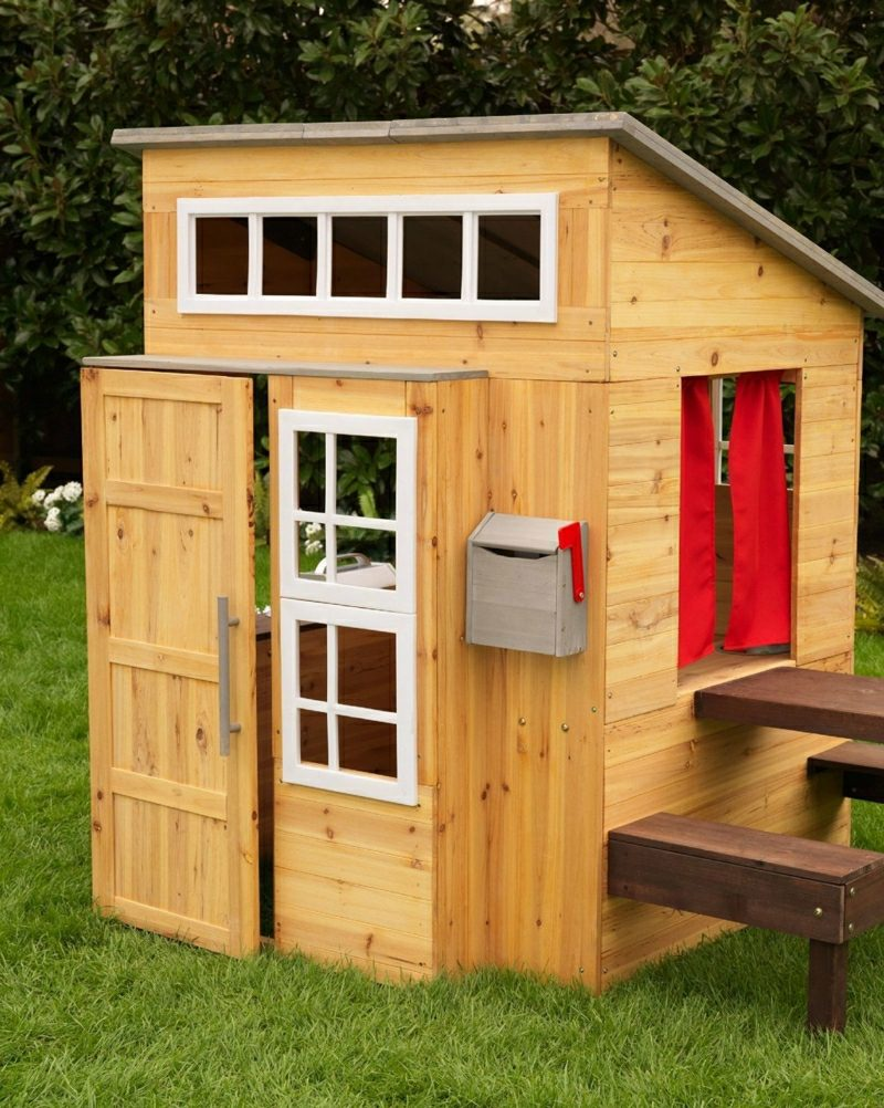 Spielecke im Garten selber gestalten Spielhaus aus Holz