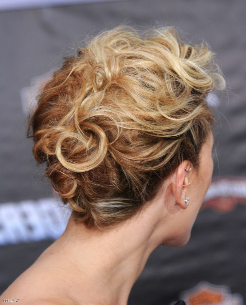 Hochsteckfrisuren mit Locken kurze Haare