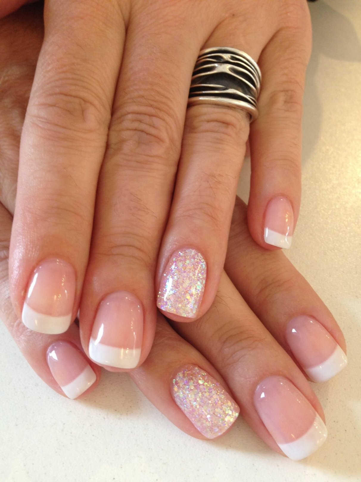 French Nails mit Glitzer