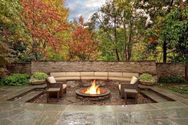 Gartenkamin Feuerstelle moderne Ideen Gartengestaltung