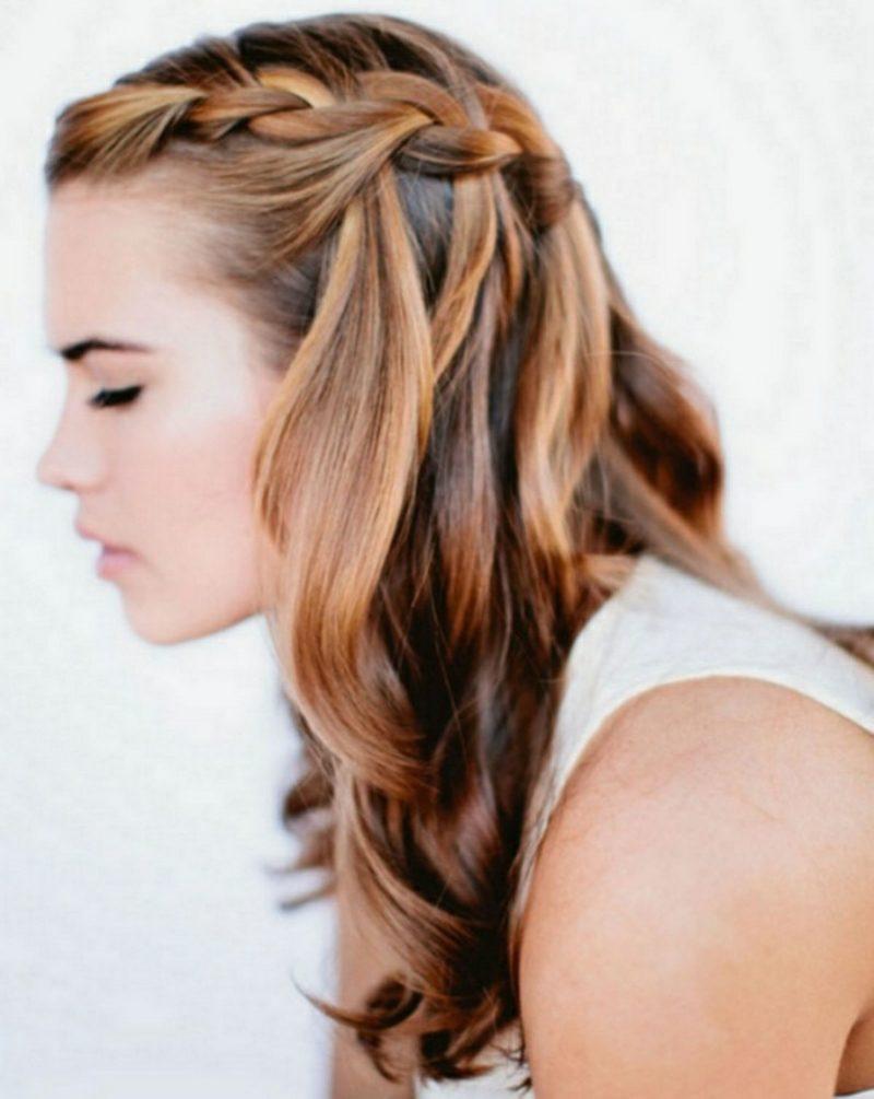 Frisuren Frauen lang halboffene Frisur mit Flechtzopf