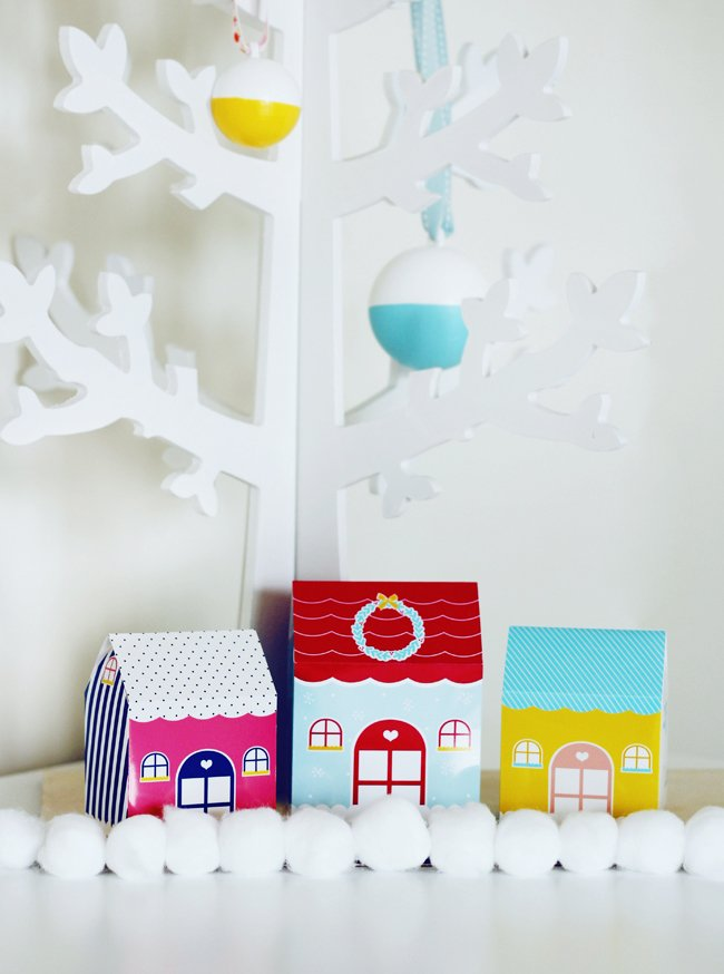 Zu Weihnachten basteln: Geschenkbox basteln in Form eines Hauses