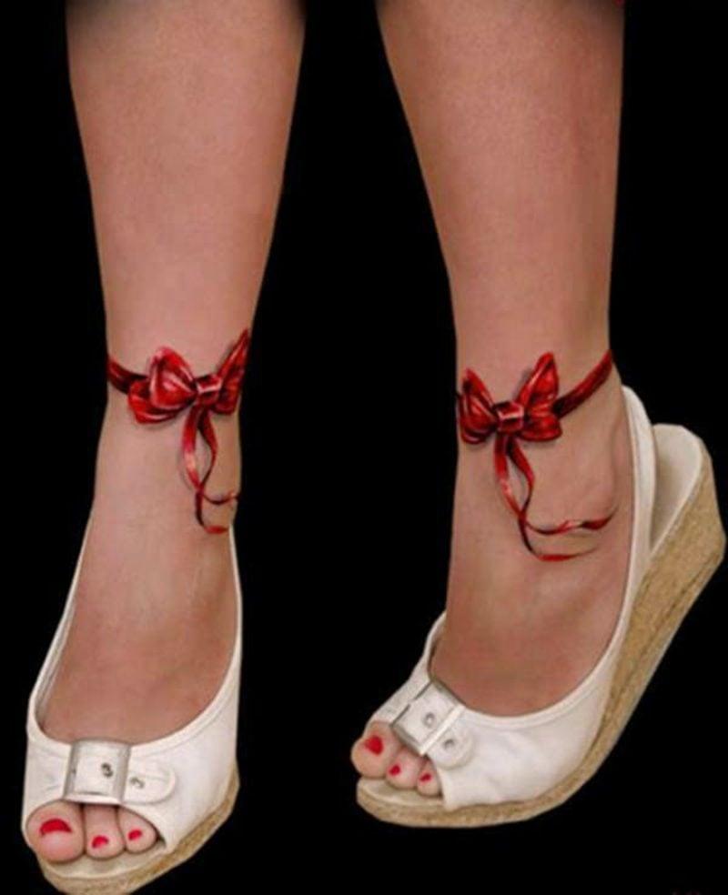 Tattoos Frau 3D Schleifen