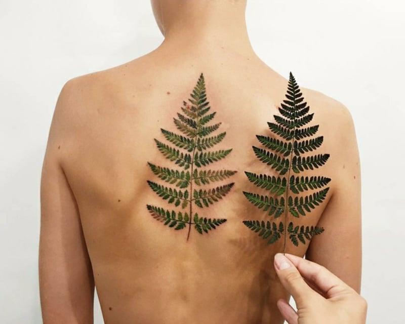 3D Tattoo Frau Blatt Farne