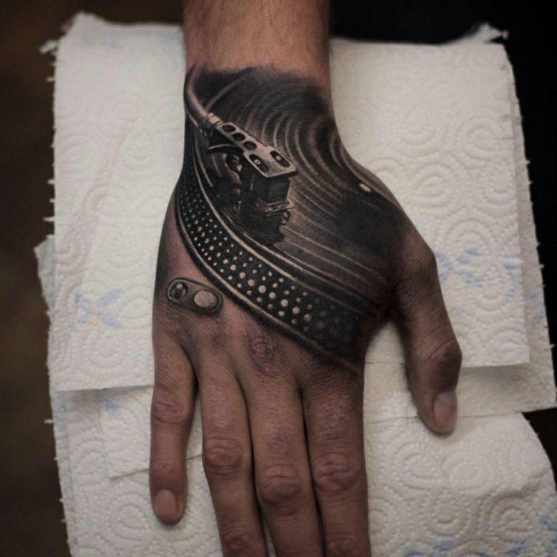 Männer Tattoos 3D Hand Plattenspieler