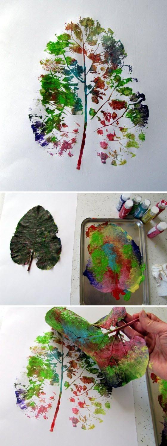 Herbstblattabdruck mit Farben
