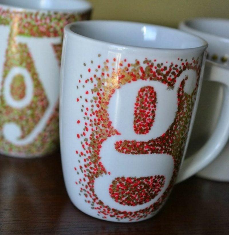 Weihnachtsgeschenke basteln für Erwachsene Tassen bemalen
