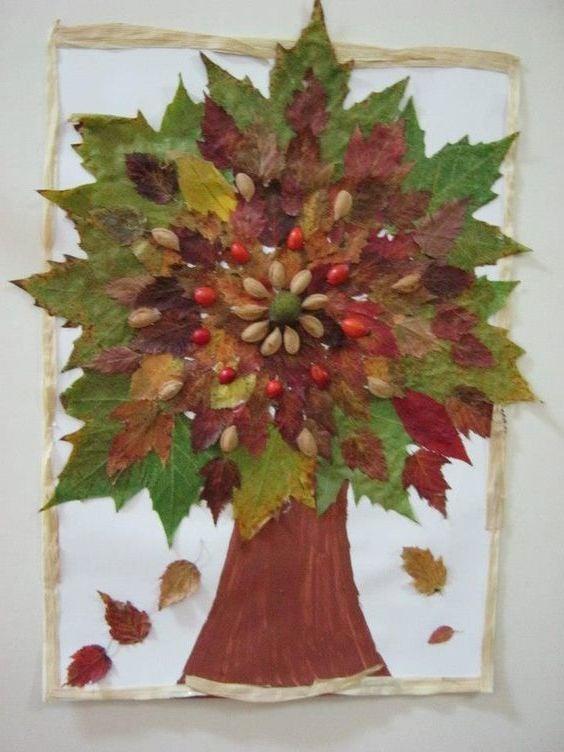 Baum aus Herbstblättern und Pistazienshallen