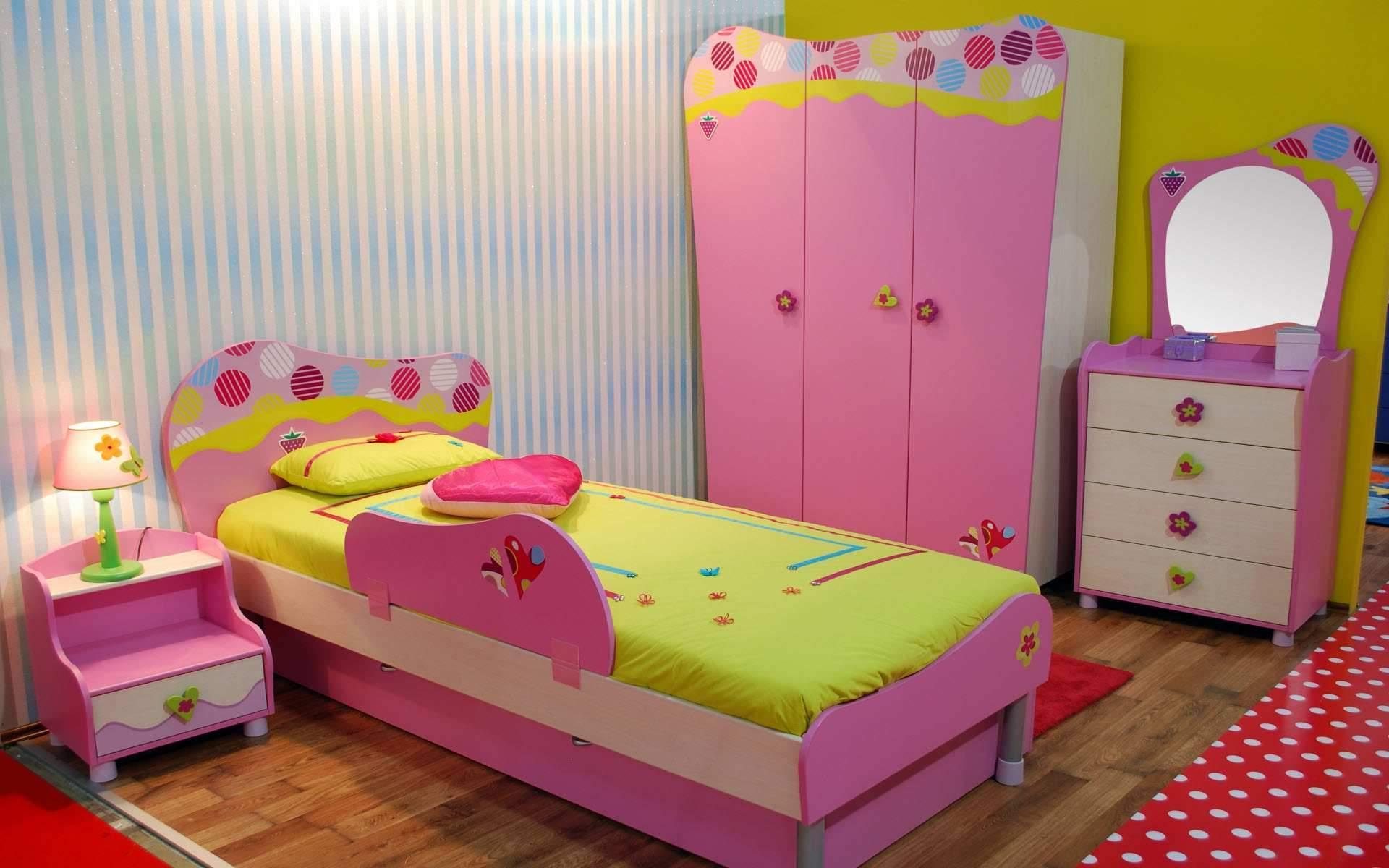 Mädchenzimmer in Rosa - bunt und gemütlich