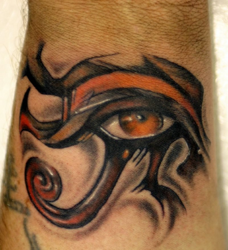 horusauge orange farbe tattoo