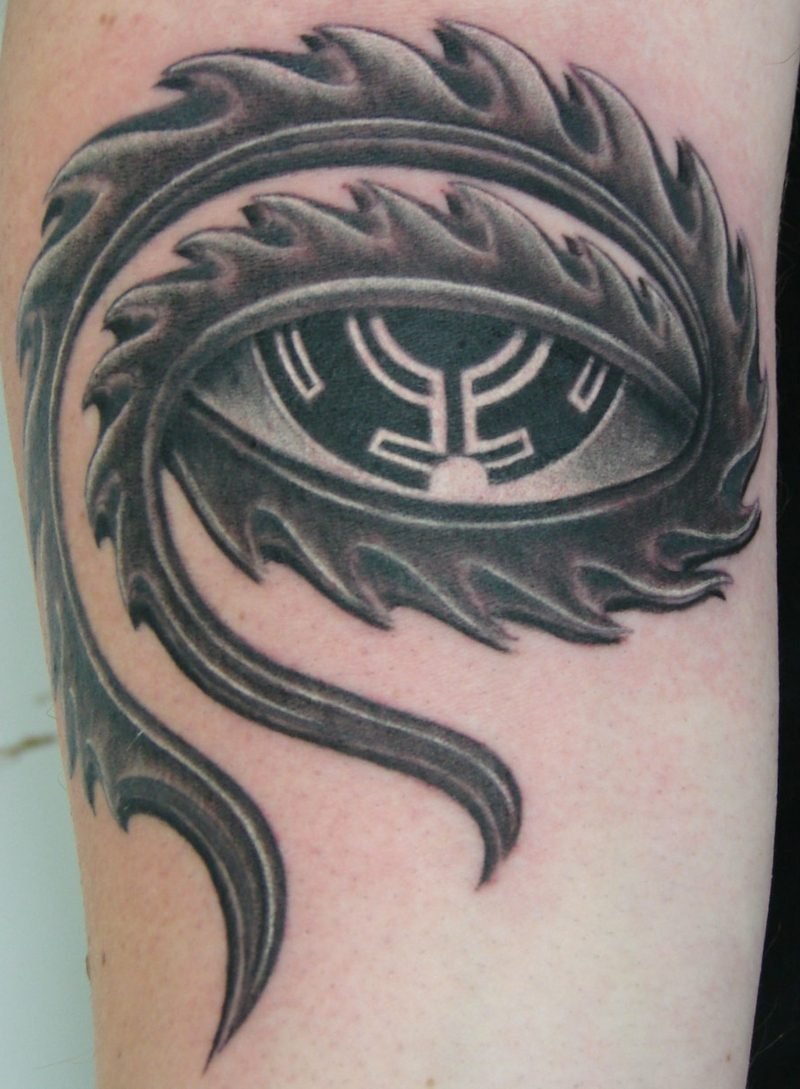 werkzeug design augen tattoo