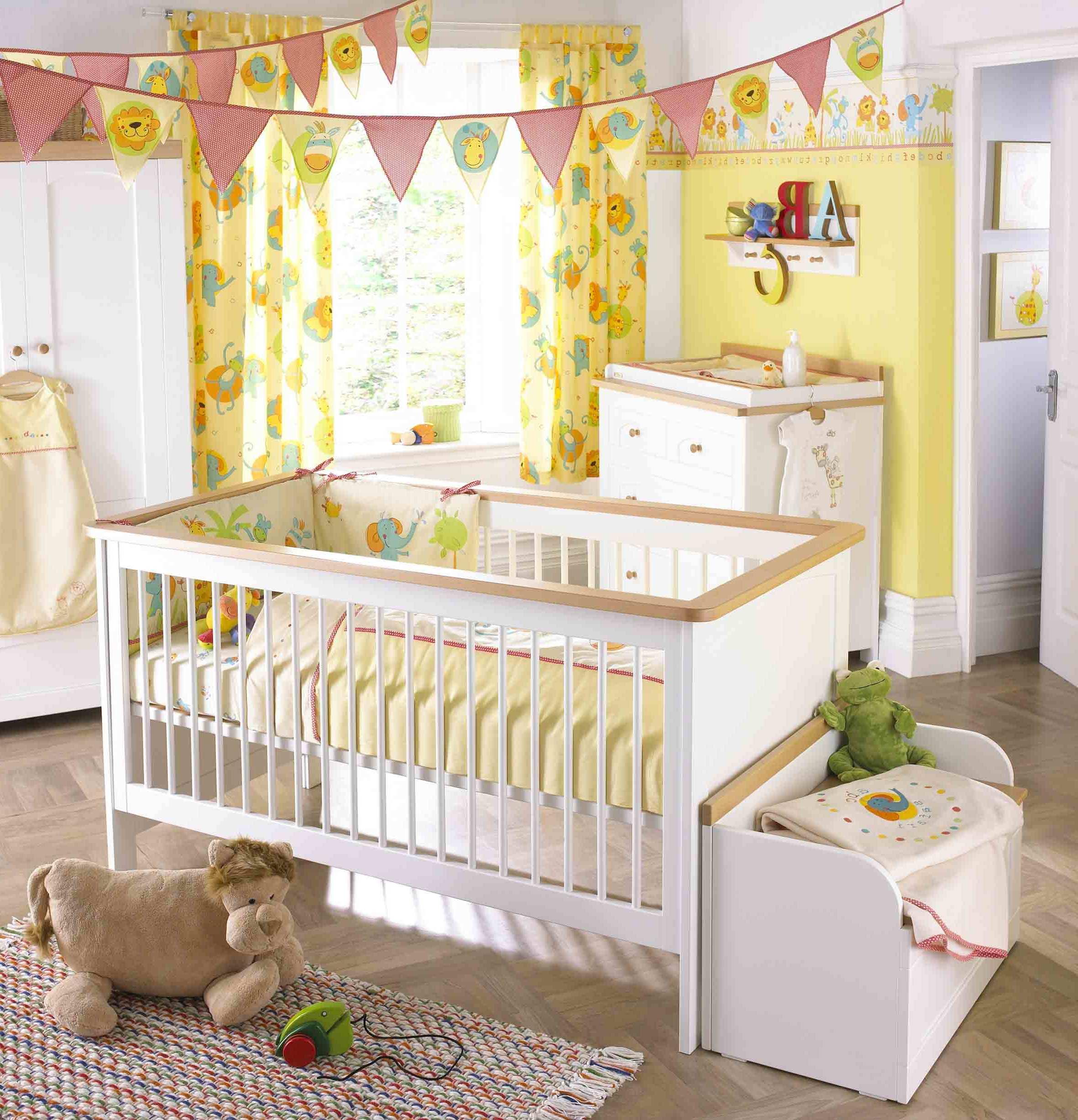 Baby Kinderzimmer in weichen Farben