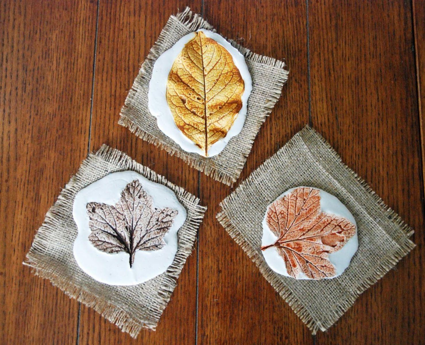 Herbstliche Motive mit Blattabdruck